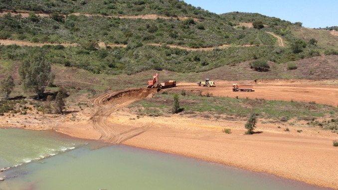 Trabajos en la presa de Alcolea