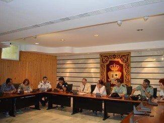 Junta Local de Seguridad de Punta Umbría, presidida por la alcaldesa, Aurora Águedo, y el subdelegado del Gobierno en Huelva, Enrique Pérez Viguera
