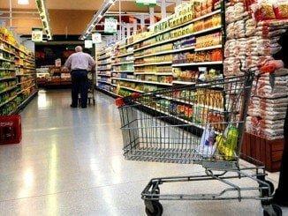 Los precios siguen bajando en el súper, aunque los de la luz han frenado la caída