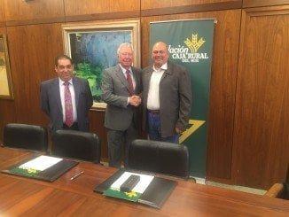 Presidentes de la Fundación Caja Rural del Sur y la Cooperativa, acompañados por el director de la oficina de la Palma