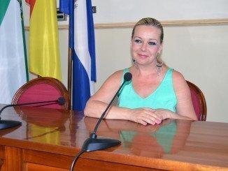 La alcaldesa Rocío Cárdenas en el salón de plenos del Ayuntamiento de San Juan del Puerto