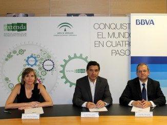 Firma del convenio entre Extenda y la entidad financiera BBVA