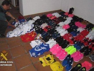 Se han intervenido 99 pares de zapatillas de deporte y 73  por valor de 9.500€