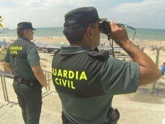 La Guardia Civil pasó horas buscando a un varón discapacitado que se había perdido en la playa