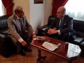 Antonio Ponce y el cónsul  de El Salvador reunidos en la Cámara