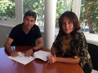 Carlos Guarch y Gema Gutiérrez durante la firma del acuerdo