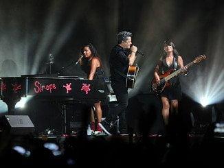 Poco después de las diez de la noche Alejandro Sanz aparecía en el escenario