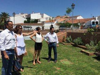 Caraballo junto a la alcaldesa de Arroyomolinos en su visita a la localidad serrana