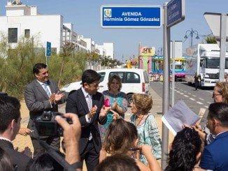 El Ayuntamiento, gobernado por populares y andalucistas, rinde un emotivo homenaje a la ex concejala