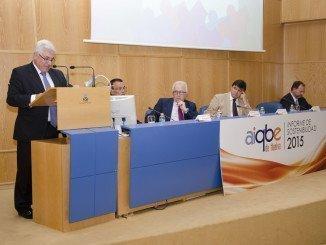 El consejero de Empleo en la presentación del Informe de Sostenibilidad 2015 de Aiqbe