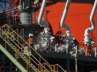 La industria química de Huelva no está en su mejor momento,  pero pese a ello las compañías modernizan sus instalaciones