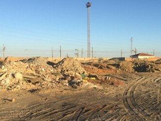 Escombros junto al vertedero incontrolado hoy 12 julio
