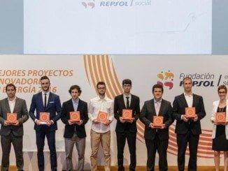 Foto de familia de los premiados en la 5ª convocatoria del Fondo de Emprendedores de la Fundación Repsol.
