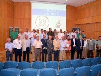 Foto de familia tras el acto de conmemoración del 25 aniversario de ASAJA Huelva.