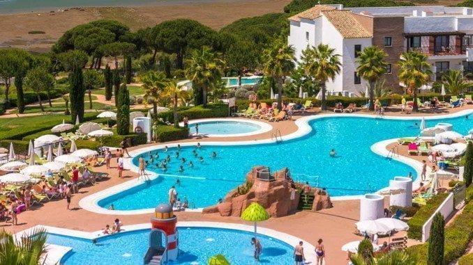 El hotel se encuentra ubicado en un paraje envidiable, rodeado por el Parque Nacional de Doñana