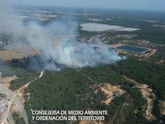 Imagen del incendio de Moguer tomada desde Charlie 5, helicóptero posicionado en Almonte