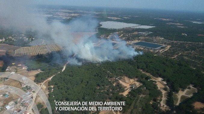 Imagen tomada al inicio del incendio de Moguer desde Charlie 5, helicóptero del INFOCA posicionado en Almonte.