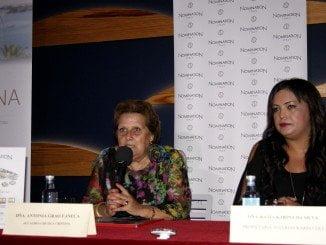 La Alcaldesa, Antonia Grao acompañada de la propietaria de Joyerías Karin Coll, Katia Karina Silva