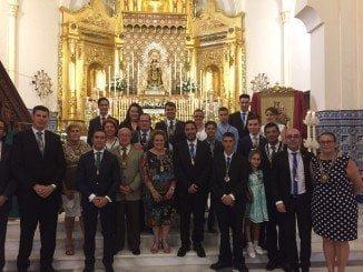 La alcaldesa con los hermanos mayores y otros miembros de las tres hermandades