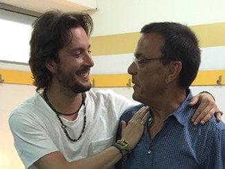 Manuel Carrasco (en la imagen con Caraballo) poco antes del concerto en el Estadio Iberoamerciano