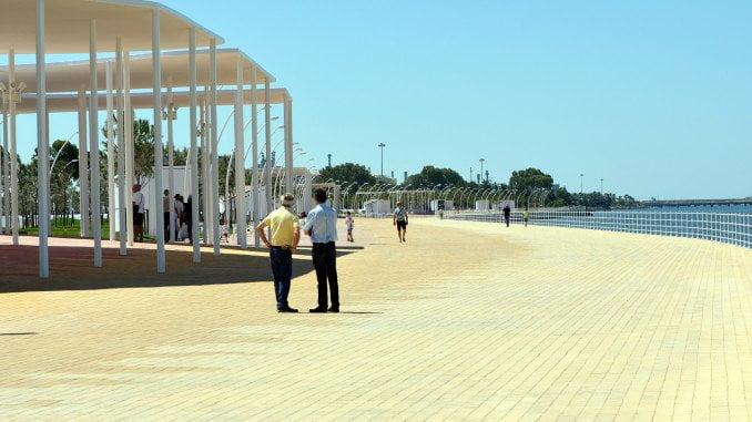 El nuevo paseo que ha construído el puerto está en la margen izquierda del río Odiel