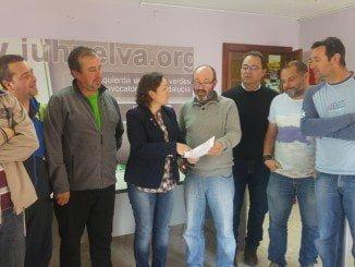 Pedro Jimenez, en un encuentro de IU con trabajadores de Esteros Canela SL