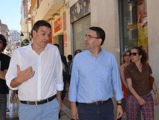 Pedro Sánchez, junto a Mario Jiménez, durante su visita a Huelva en campaña electoral