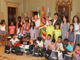 Recepción de niños saharauis en el Ayuntamiento de Huelva