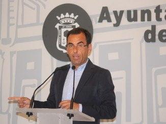 El portavoz del Grupo Popular en el Ayunamiento de Huelva cree que los presupuestos del PSOE frenarán el crecimiento de Huelva