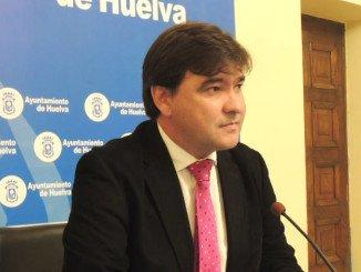 El alcalde de Huelva renegocia la deuda del Recre en Madrid