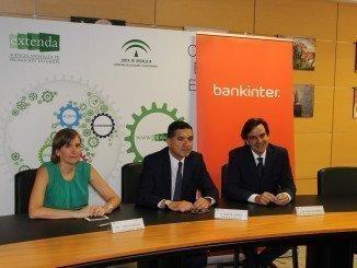 El convenio ha sido rubricado en la sede de Extenda en Sevilla
