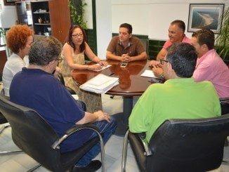Representantes de FOE Punta Umbría se reúnen con la alcaldesa de la localidad, Aurora Aguedo