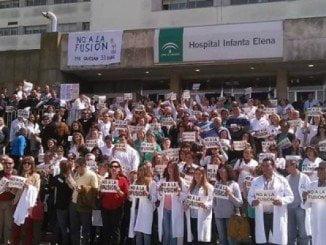 Los profesionales protestaron en su día contra la fusión hospitalaría y por los recortes
