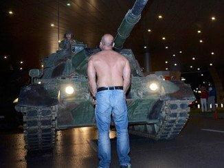 Los tanques salieron a la calle en Turquía