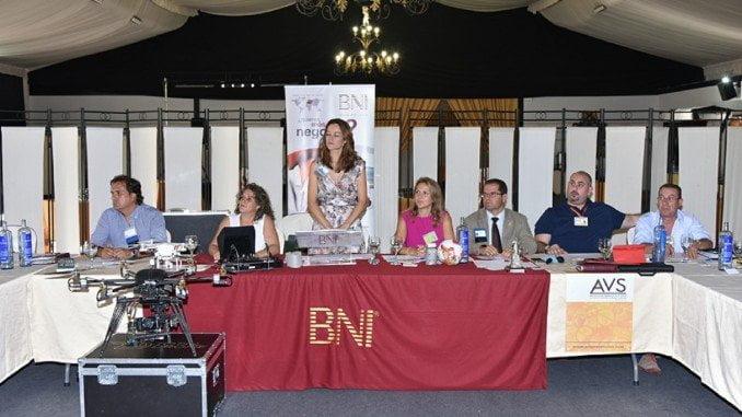 Componentes del Grupo BNI Innovación al comienzo de las sesiones de trabajo a primera horas de la mañana