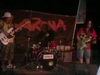 Momento de la actuación de Pepe Bao, Santi Campillo y Miguel Lamas en 'Larena'