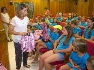 Los niños bielorrusos reciben material del Colegio de Farmaceúticos