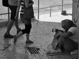 La pobreza, denuncia UGT, tiene rostro de mujer