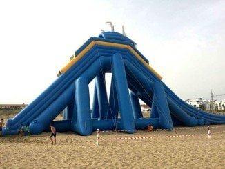 El tobogán gigante está causando sensación en Punta del Moral