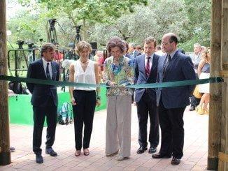 La Reina Sofía corta la cinta en la inauguración del Zoo Aquarium