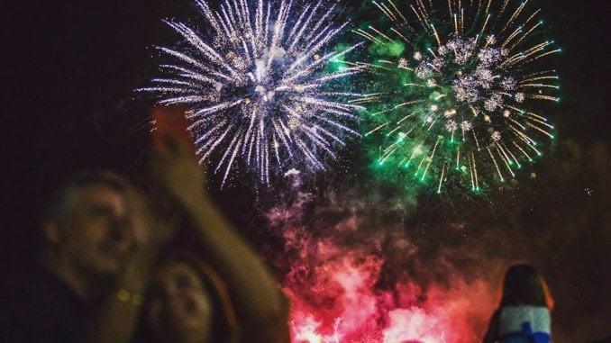 El broche de oro de las Fiestas Colombinas 2016 lo pusieron los fuegos artificiales desde del Paseo de la Ría