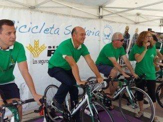 El alcalde de Lepe, junto a directivos de Caja Rural del Sur, hicieron sus kilómetros de pedaleo en favor del Banco de Alimentos