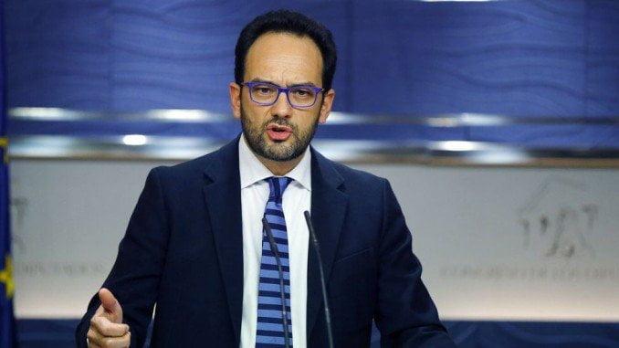 Hernandez insiste en que no apoyarán la investidura de Rajoy ni  se abstendrán ante la misma