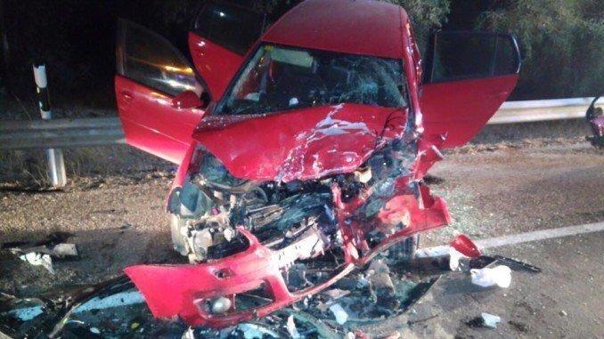 Dos personas quedaron atrapadas en los vehículos