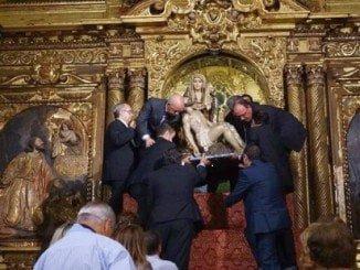 Imagen de la bajada del Camerín de la Virgen de Las Angustias el año pasado