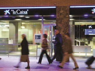 Caixabank ha sido la entidad bancaria que más  oficinas a cerrado en Andalucía desde la crisis.