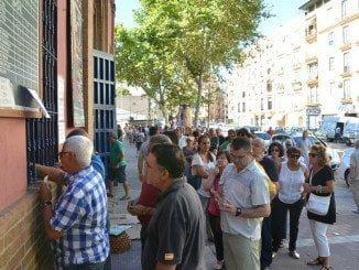 Colas para comprar las entradas para la Feria Taurina de Colombinas