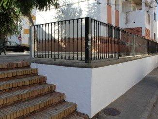 Así ha quedado el muro de la calle Jazmines en Moguer una vez pintado