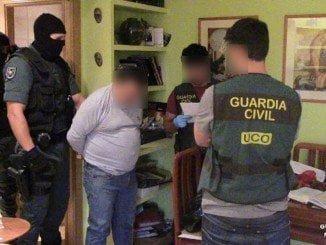Momento de la detención de uno de los supuestos miembros de la organización criminal