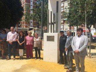 Momento de la inauguración del monolito de Alfonso Aramburu